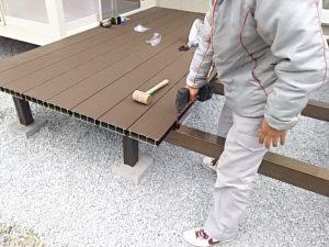 床材を張っていく