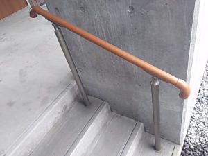 屋外用手すりグリップライン 玄関前の階段に設置