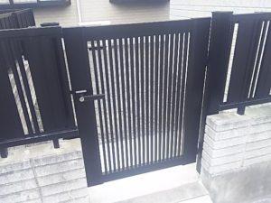 三協アルミ ニューカムフィ2型門扉施工例1 ブラック