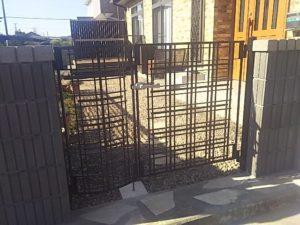 アルミ鋳物門扉アプローチルナLA型の施工例
