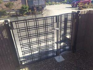 アルミ鋳物門扉アプローチルナLA型の施工例2