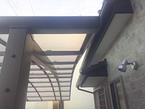 屋根パネルを張れば切り詰めしたカーポートが完成する