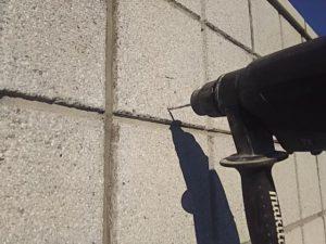 ブロック塀に穴を開ける