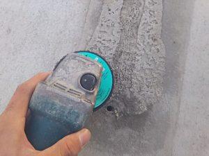 コンクリートボンドを削り取る