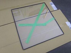 割れたガラスからグレイジングチャンネルを外す