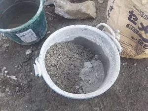 空練りのモルタルを作る セメント1、砂3の割合