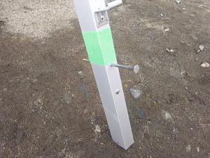 柱の根本は養生テープで巻いて置く