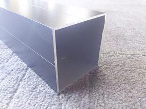 内径を測るアルミ材