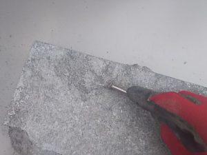 4日目、防凍剤無しのモルタルを釘で引っ掻く